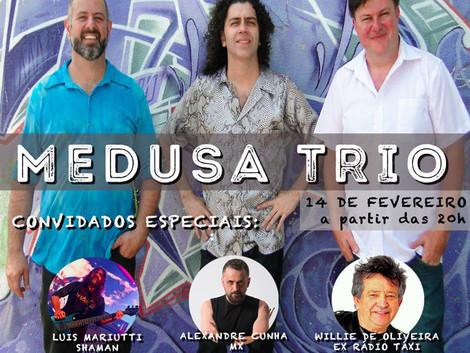 'Canja do Oka' recebe show do Medusa Trio no Teatro UMC