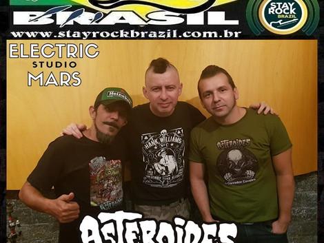 Programa Distrito Brasil entrevista a banda Asteroides Trio