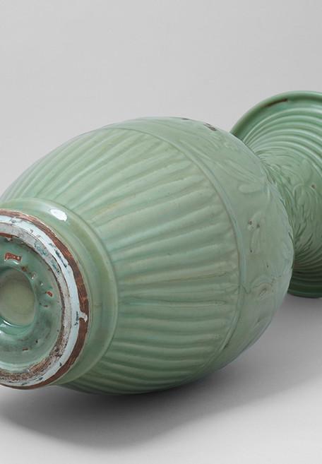 Longquan Celadon Yen-Yen Vase Bottom