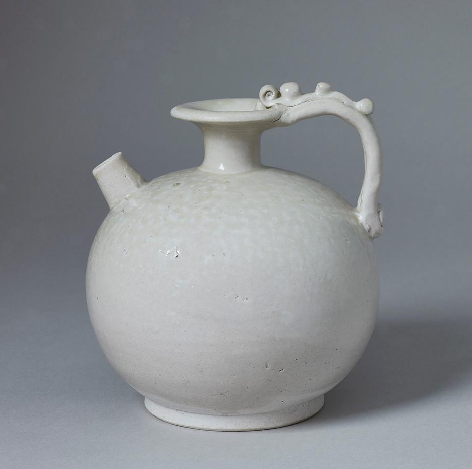 Tang White-ware Ewer