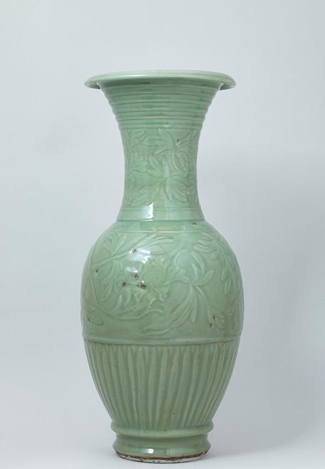 Longquan Celadon Yen-Yen Vase Back
