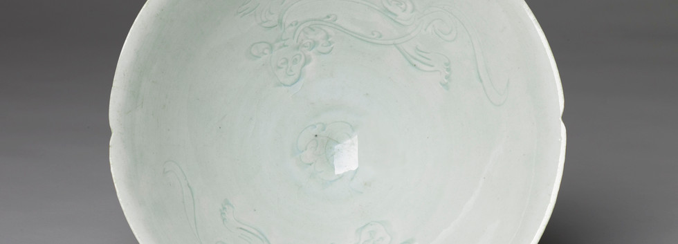 Qingbai Bowl with Carved Dragon Decoration