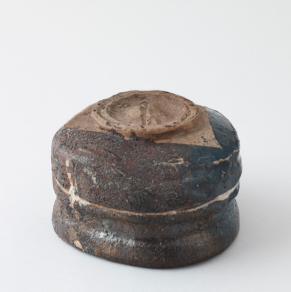Black Oribe Teabowl Bottom 2