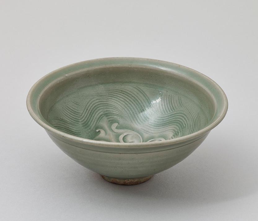 Carved Yaozhou Bowl