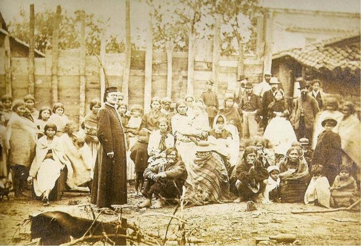 Mesa 03 - paraguaios e padre.png