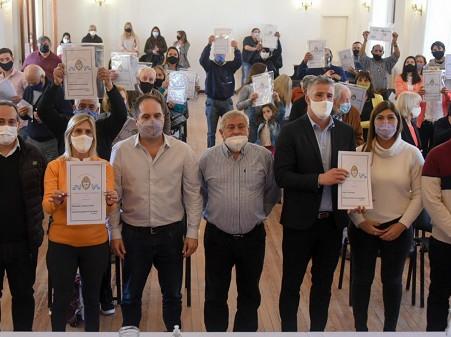 Continúan las jornadas de entrega de 1.500 escrituras gratuitas en la Provincia