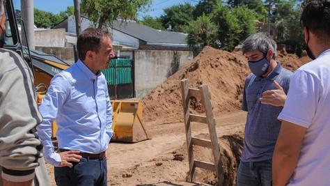 El Intendente visitó la obra del nuevo colector cloacal del barrio Lubo