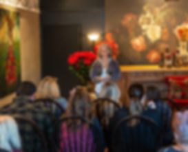 Speak to the dead in mediumship sessions
