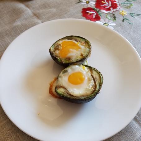 Baked Bacon & Egg in an Avocado