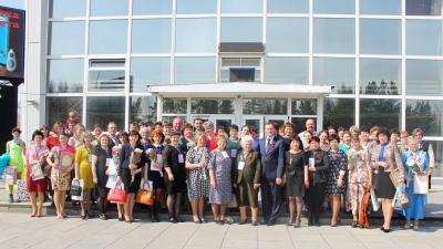 На сельском сходе в рабочем поселке Краснозерское активисты женского движения, представители власти,