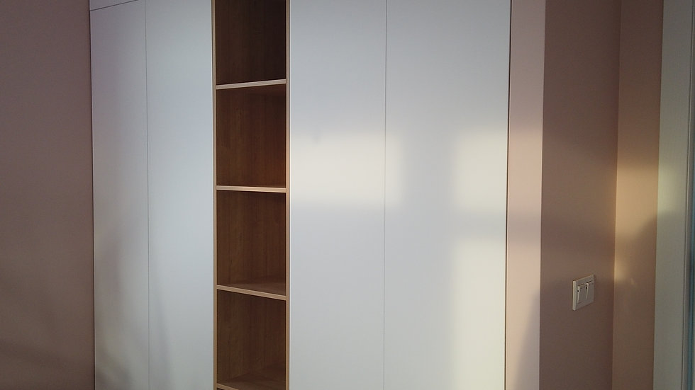 Шкаф распашной встроенный