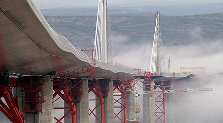 Viaduc_de_Millau_-_Construção_(Fonte_d