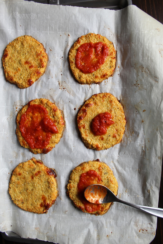mini Chicken Parm Pizzas | eatlovegarlic.com