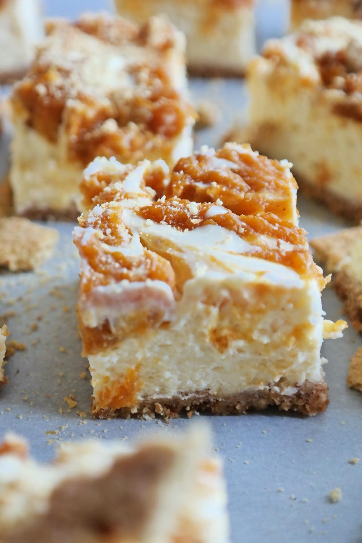 Pumpkin Swirled Cheesecake Bars | eatlovegarlic.com @eatlovegarlic