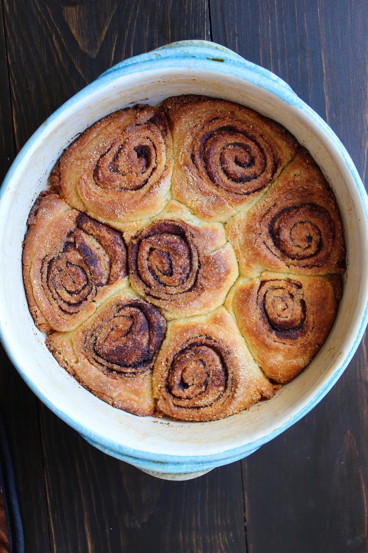 Keto Cinnamon Rolls | eatlovegarlic.com