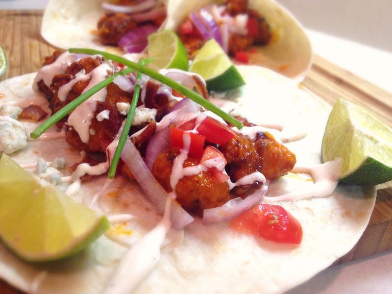 Garlicky Buffalo Chicken Bacon Tacos | eatlovegarlic.com @eatlovegarlic