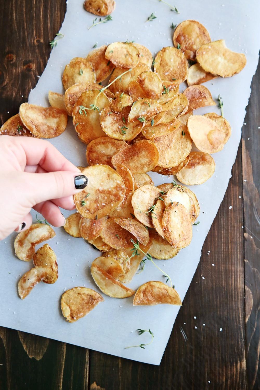 Homemade Potato Chips | eatlovegarlic.com @eatlovegarlic