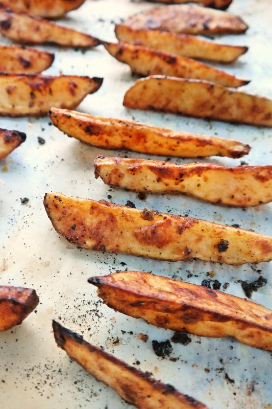 Crispy Smoked Paprika - Garlic Fries | eatlovegarlic.com @eatlovegarlic