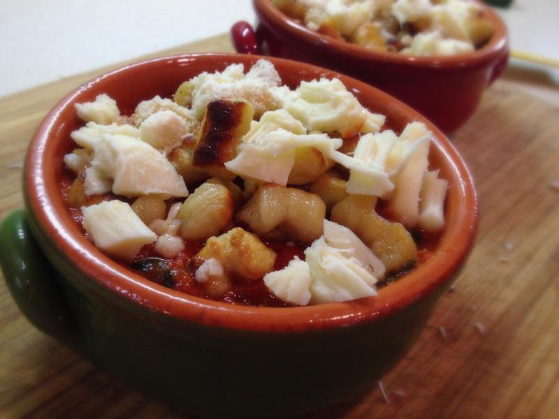 Garlic Parmesan Gnocchi, baked with homemade Marinara, Fresh Mozzarella & Basil | eatlovegarlic.com @eatlovegarlic