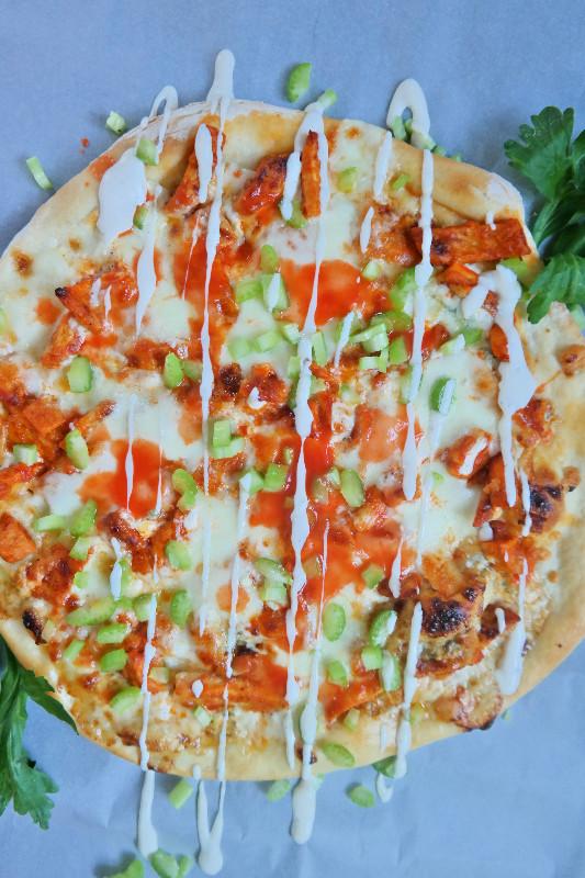 Extra Garlicky Buffalo Chicken Pizza | eatlovegarlic.com @eatlovegarlic