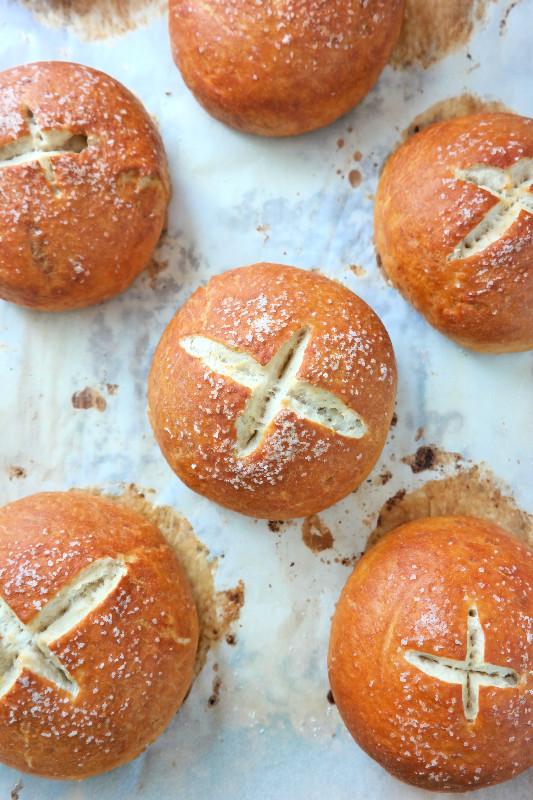 Pretzel Bread Bowls | eatlovegarlic.com @eatlovegarlic