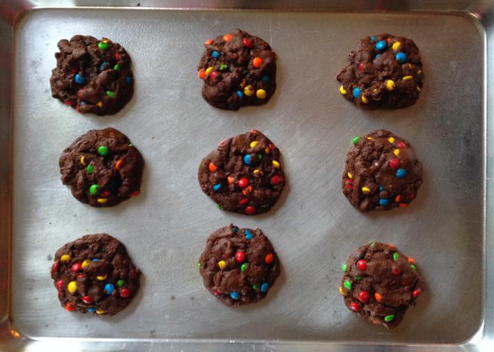 Mini M&M Chocolate Cookies | eatlovegarlic.com @eatlovegarlic