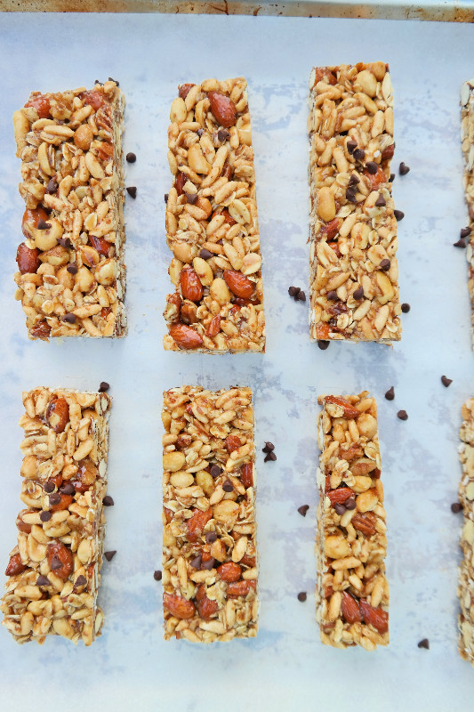 Peanut Butter & Chocolate Maple Granola Bars | eatlovegarlic.com @eatlovegarlic