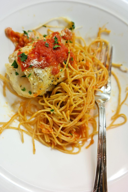 Chicken Parmesan Roll-Ups | eatlovegarlic.com @eatlovegarlic