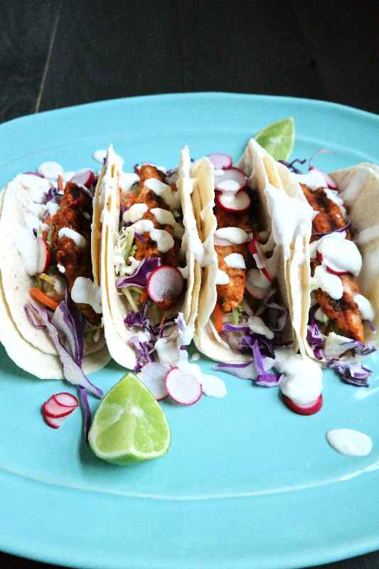 Spicy Grilled Cayenne Chicken Tacos with extreme Garlic Crema | eatlovegarlic.com @eatlovegarlic
