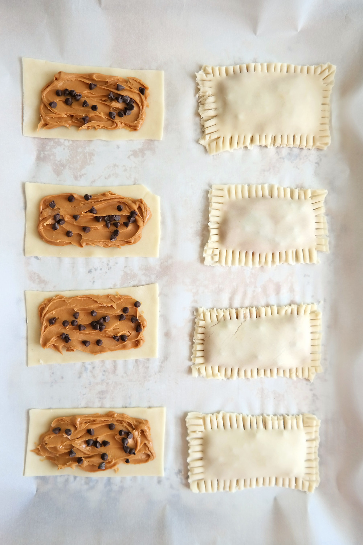 Peanut Butter & Chocolate Chip Poptarts | eatlovegarlic.com @eatlovegarlic