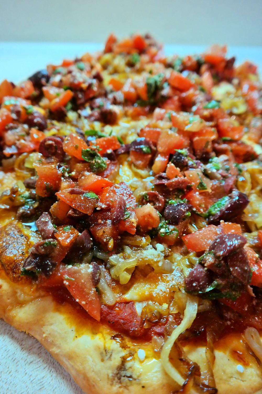 Bruschetta Pizza {using 4 roasted garlic bulbs} | eatlovegarlic.com @eatlovegarlic