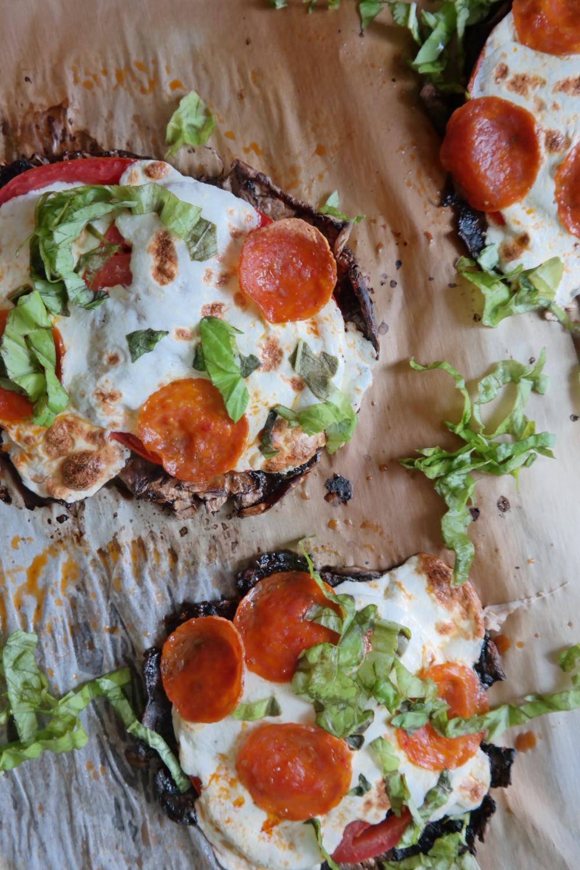 Pepperoni Mushroom Pizza | eatlovegarlic.com @eatlovegarlic