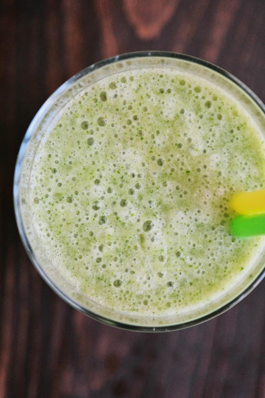 The Green Smoothie | eatlovegarlic.com @eatlovegarlic