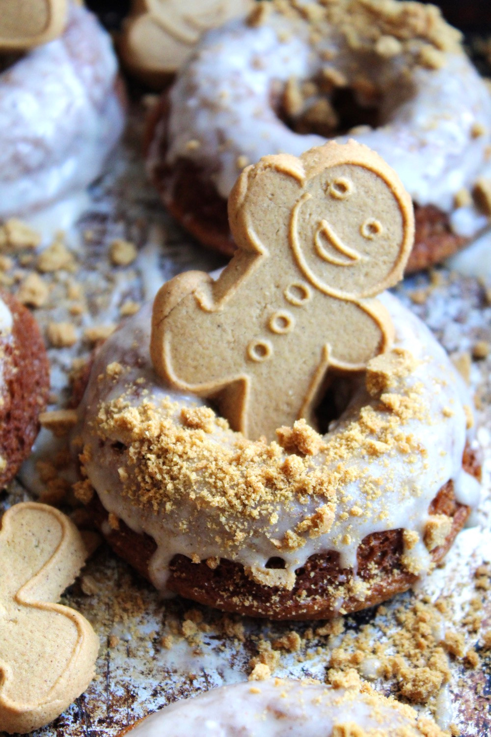 Frosted Gingerbread Donuts | eatlovegarlic.com @eatlovegarlic