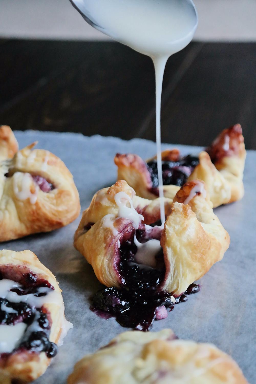 Blueberry Cheesecake Danishes | eatlovegarlic.com @eatlovegarlic