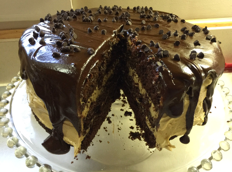 Chocolate Peanut Butter Cake with Peanut Butter Ganache | eatlovegarlic.com @eatlovegarlic