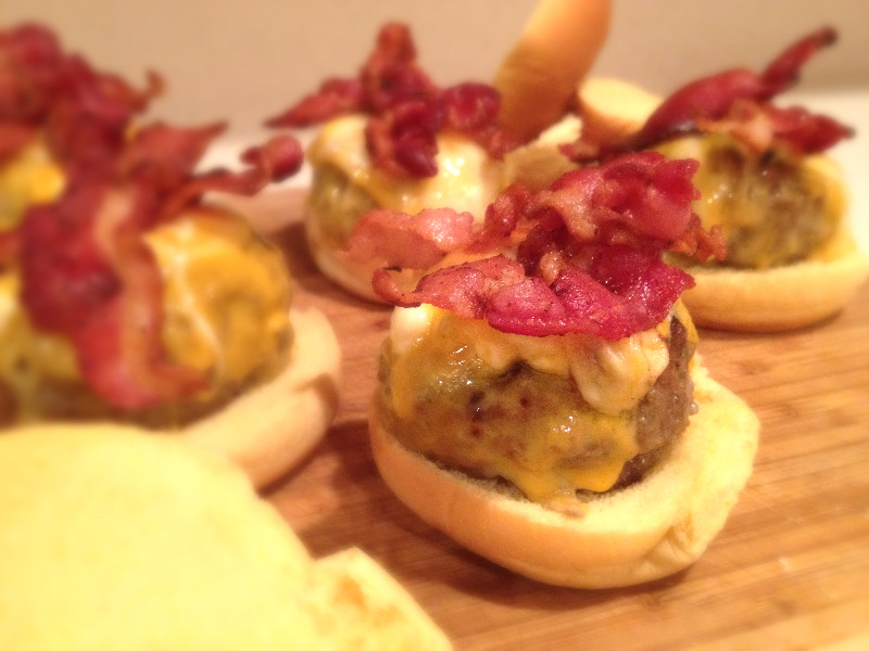 Gorgonzola Stuffed Bacon Sliders | eatlovegarlic.com @eatlovegarlic