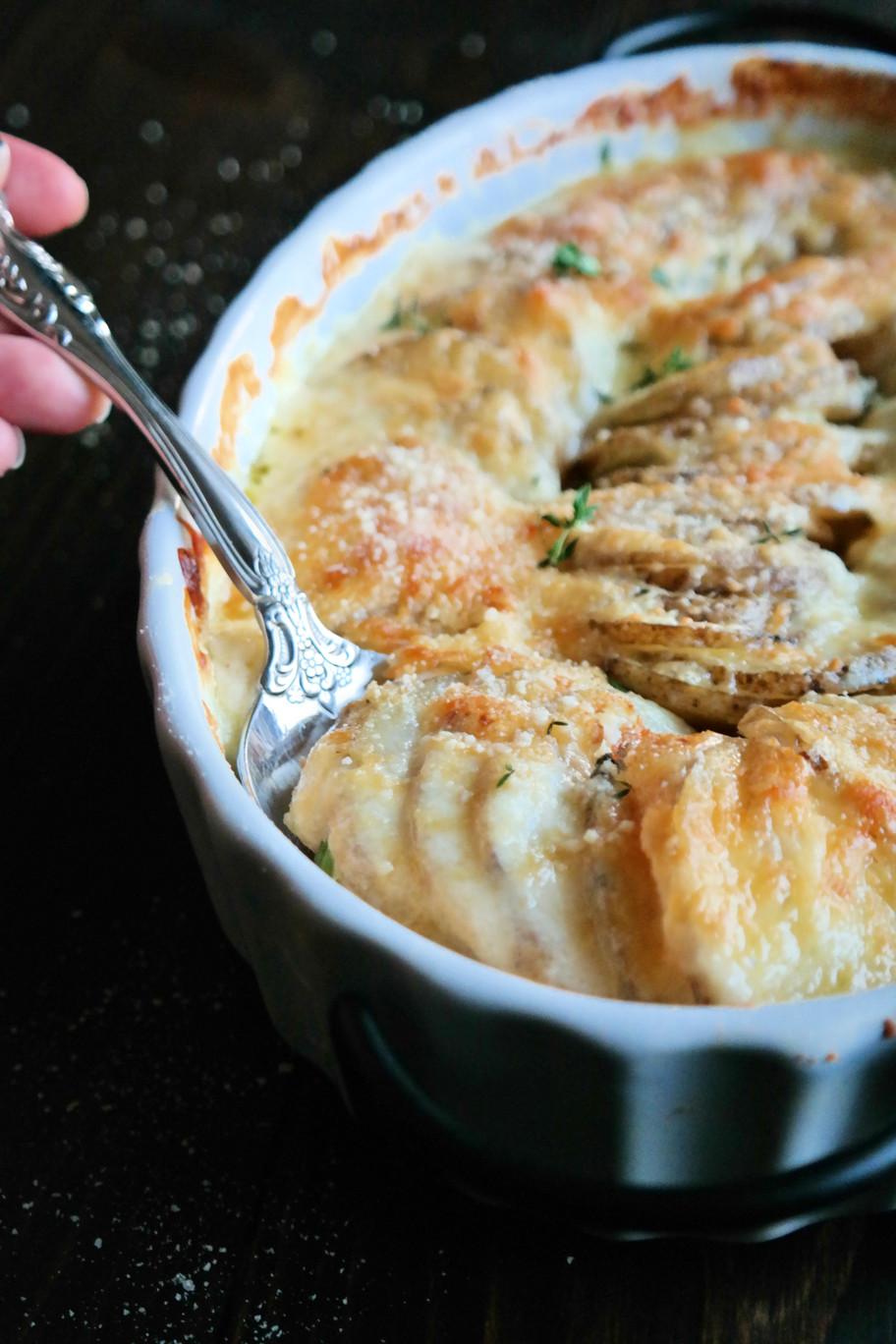 Cheesy Garlic PotatoesAu Gratin