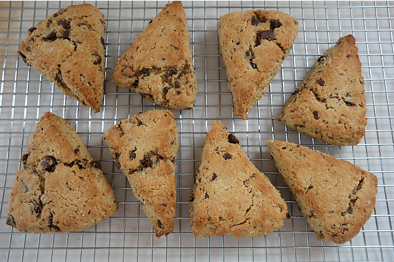 Salted Dark Chocolate, Peanut Butter Oatmeal Scones {step-by-step} | eatlovegarlic.com