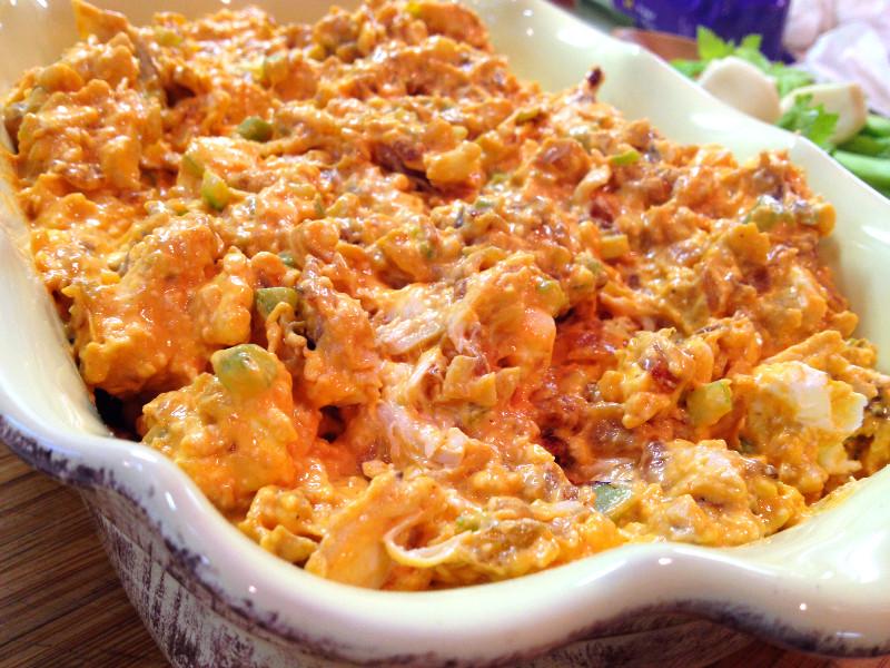 Loaded Buffalo Chicken Dip | eatlovegarlic.com @eatlovegarlic