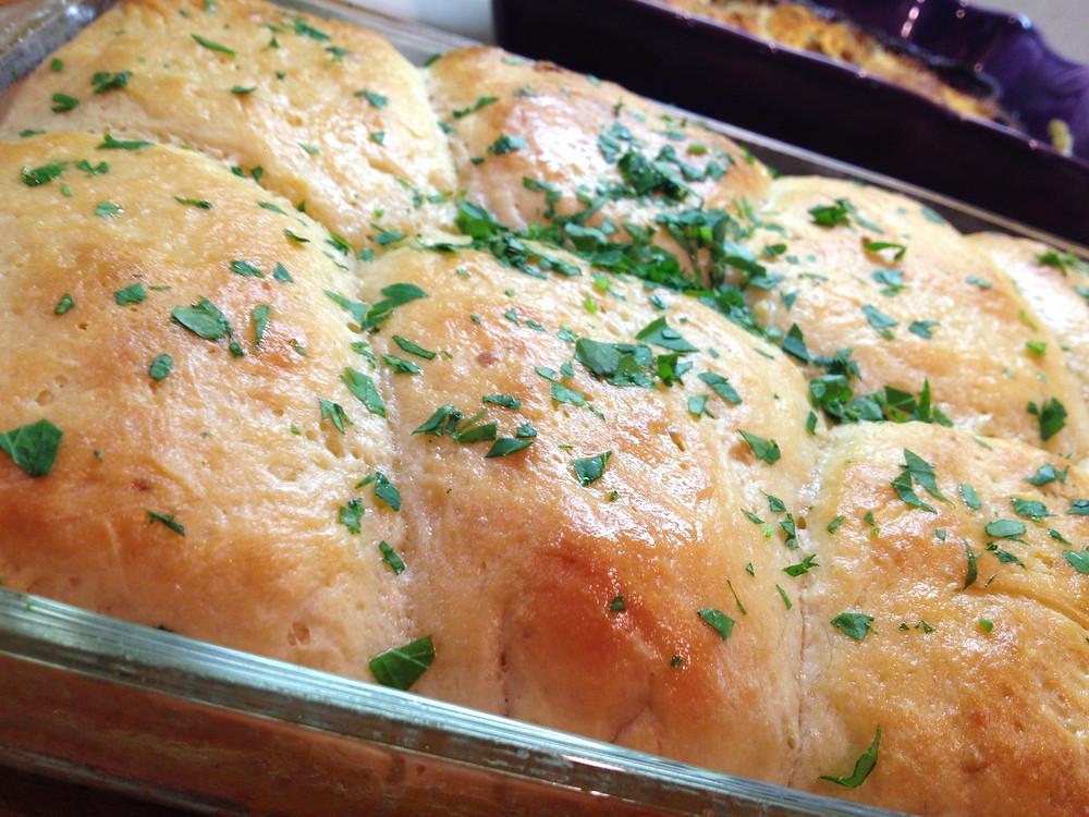 Garlic Butter Rolls | eatlovegarlic.com @eatlovegarlic