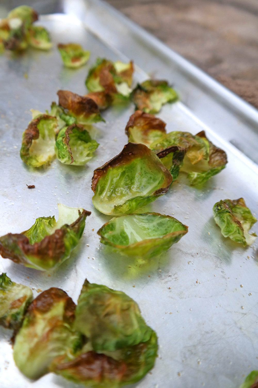 Brussel-Chips with Garlic Seasoning | eatlovegarlic.com @eatlovegarlic