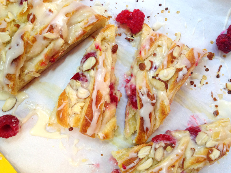 Flaky Raspberry Cheese Danish | eatlovegarlic.com @eatlovegarlic