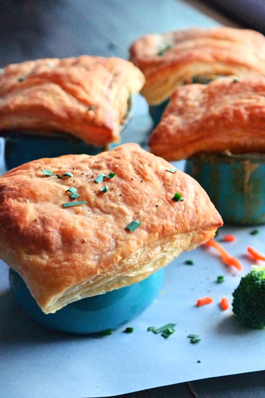 Broccoli & Cheddar Pot Pie | eatlovegarlic.com @eatlovegarlic.com