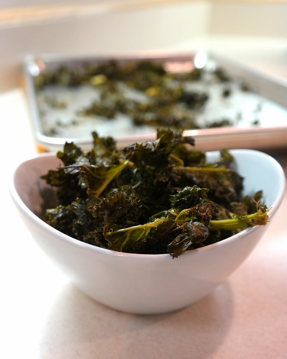 Salt and Vinegar Kale Chips | eatlovegarlic.com @eatlovegarlic