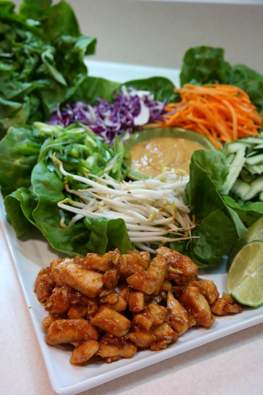 Spicy Garlic Chicken Lettuce Wraps | eatlovegarlic.com @eatlovegarlic