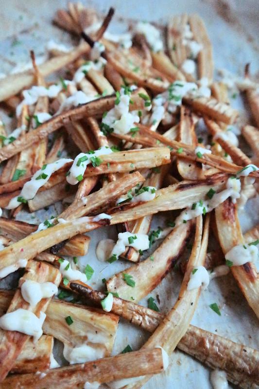 Garlic Parsnip Fries with a Garlic Aioli | eatlovegarlic.com @eatlovegarlic