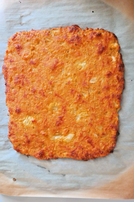"Cheesy Buffalo Jalapeno Popper ""Bread"" Sticks with a Ranch Cauliflower Crust | eatlovegarlic.com @eatlovegarlic"