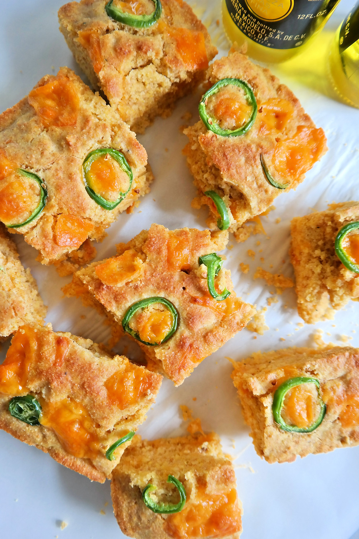 Corona & Cheddar Corn Bread | eatlovegarlic.com @eatlovegarlic