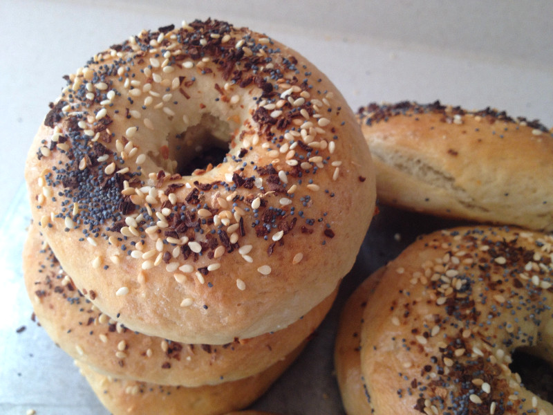 Garlic Bagels with Everything Seasoning | eatlovegarlic.com @eatlovegarlic